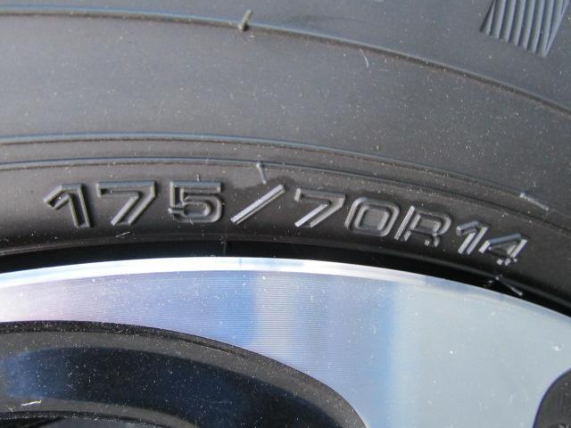 タイヤサイズは175/70R14です