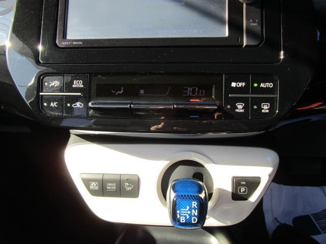 Sツーリングセレクション 真紅のプリウスSツーリング ブルートゥース付きSDナビ シートヒーター ETC装備満載 快適なドライブをどうぞ(14枚目)