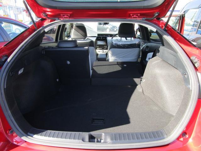 Sツーリングセレクション 真紅のプリウスSツーリング ブルートゥース付きSDナビ シートヒーター ETC装備満載 快適なドライブをどうぞ(18枚目)