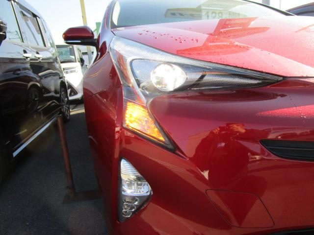 Sツーリングセレクション 真紅のプリウスSツーリング ブルートゥース付きSDナビ シートヒーター ETC装備満載 快適なドライブをどうぞ(23枚目)