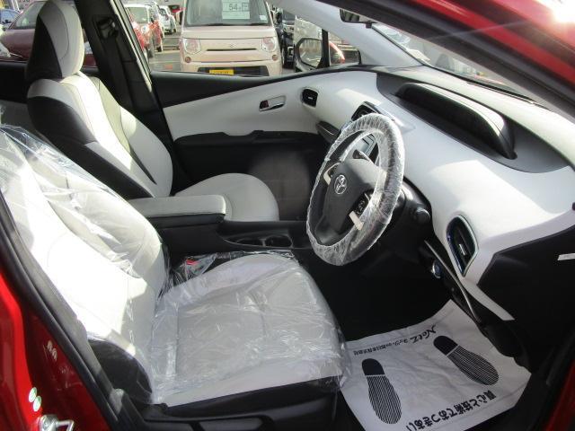 Sツーリングセレクション 真紅のプリウスSツーリング ブルートゥース付きSDナビ シートヒーター ETC装備満載 快適なドライブをどうぞ(25枚目)