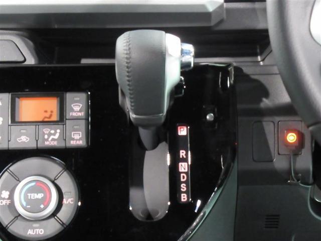 運転席周りの写真です。オートエアコン・パワーウィンドウを装備してます。