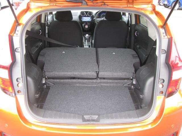 セカンドシートを倒すことで、ゴルフバックなどより大きな荷物を載せることができます。