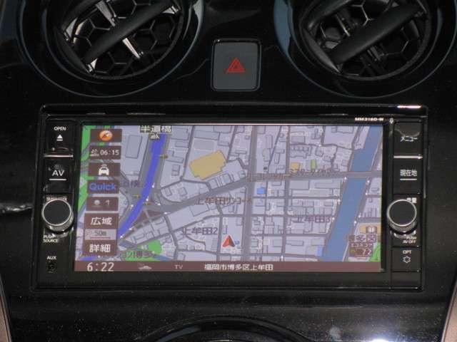 日産純正のメモリーナビ付きです。知らない場所にお出かけの際には非常に活躍します。Bluetoothを搭載しておりますので、運転中でもハンズフリーにて通話を行うことができます。