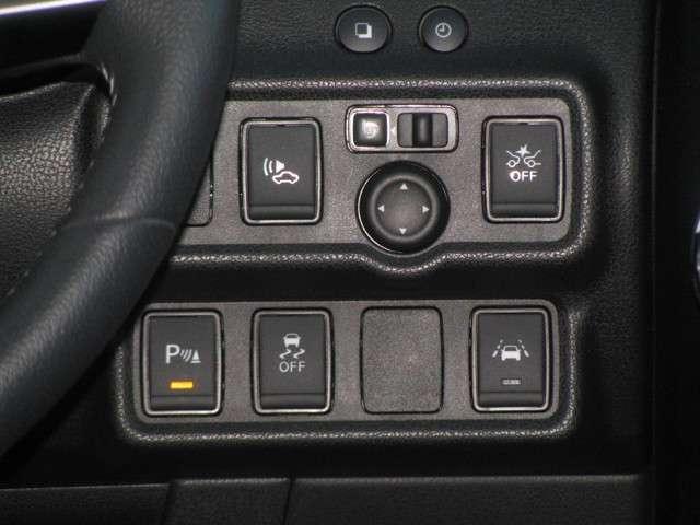 エマージェンシーブレーキ/踏み間違い衝突防止アシスト/横滑り軽減装置/車線逸脱警報/ドアミラー調整/コーナーセンサーのスイッチは運転席から見て右手にあるので、操作もお気軽に行えます!
