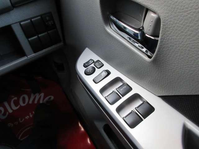 パワーウインドウを装備しております!運転席から各席の窓を操作できるので、とても長方しますよ!