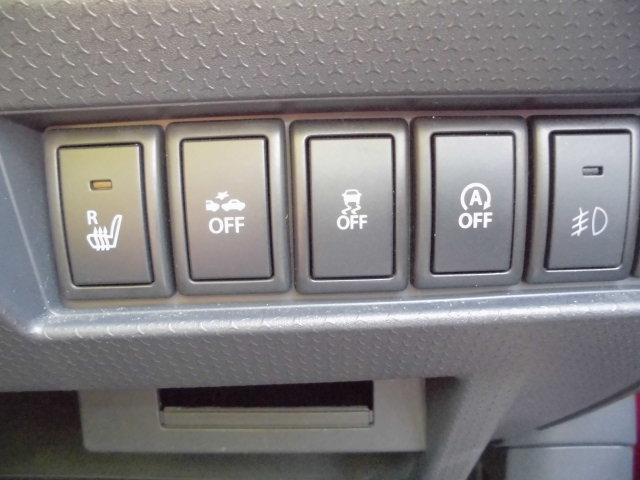 (右)フロントフォグランプ (中右)アイドリングストップ動作切替 (中)横滑り防止装置動作切替 (中左)レーダーブレーキサポート動作切替 (左)運転席シートヒーター