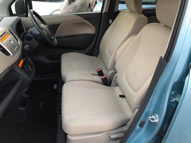 後部座席のドア内張りは、傷も少なく綺麗です。