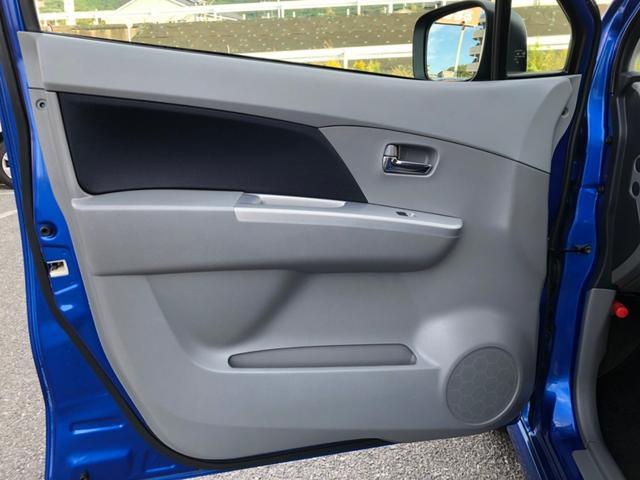 助手席側のドア内張りは、傷も少なく綺麗です。