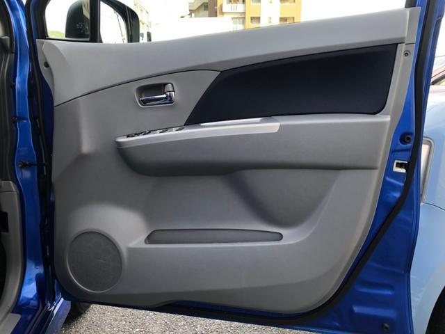 運転席側のドア内張りは、傷も少なく綺麗です。