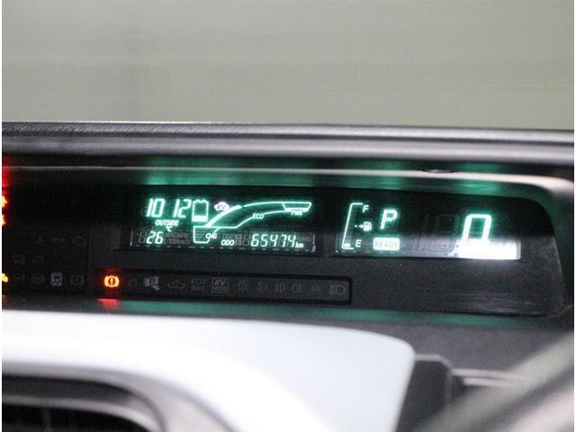 センターメーター。視界の分散を抑えるために開発されたメーターです。走行時に前方から視線を外す時間が短くてすむので安全運転に役立ちます。