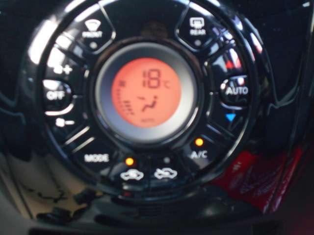 フルオートエアコンです!ボタンでの簡単な操作で室内を快適な温度にします。夏場・冬場でも快適なドライブができます!