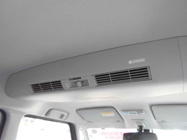リアシーリングファンで空気を循環させるので後部座席の方も快適に過ごすことが出来ます。