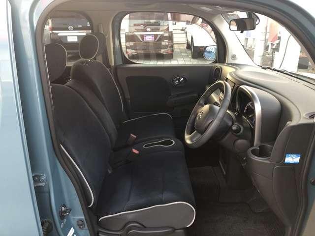 前席 黒を基調としたシートで汚れ等が目立ちにくいですよ