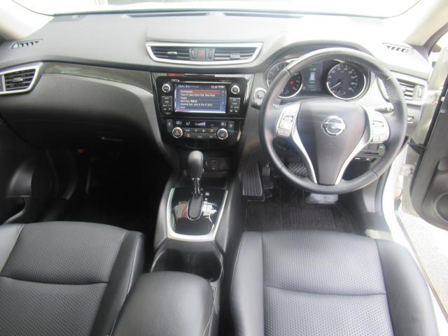 ◆室内前方◆一席一席の空間をゆったり取っていて車内の高さもありストレスを感じません!快適なドライブはいかがでしょうか。