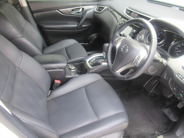 ◆前面ドア運転席◆開口も広く乗降ラクラク!足元もゆったりしてますよ!!シートも高級感があり快適な空間を演出してくれます。