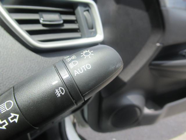 暗くなったら自動で点灯!便利な★オートライト★ 早めの点灯で安心・安全!トンネルに入ったときなどの勝手に点灯してくれるので便利ですね!!