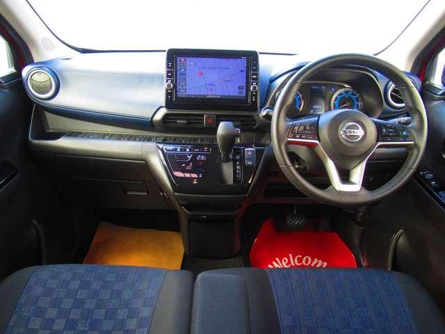 運転席からの視界が左右に広く隅々まではっきりと見渡せます!クルマの前端も把握しやすく安心して運転できますね♪車の運転が苦手と言う方は是非、運転席に座ってみてください☆