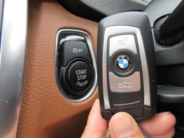 ◆コンフォートアクセス◆ポケットや鞄の中のキーを感知し、ドアハンドルに手をかけるとドアのロックが解除。コンソールのスタートボタンを押すだけで、エンジンの始動・停止ができます◆