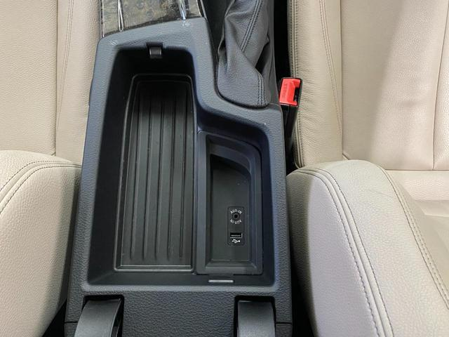 320i スポーツ 18インチホイール パーキングサポートパッケージ アドバンスドアクティブセーフティーパッケージ レーンチェンジウォーニング オイスターレザーシート(10枚目)