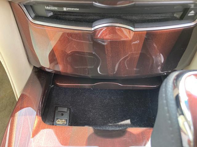 ロイヤルサルーンG ドライブレコーダー ETC オートクルーズコントロール バックカメラ ナビ アルミホイール オートマチックハイビーム HID ヘッドライトウォッシャー CVT Bluetooth USB CD(7枚目)