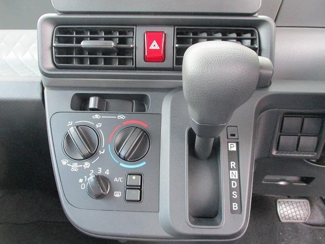 L 衝突被害軽減ブレーキ 衝突安全ボディ オートライト 禁煙車 デュアルエアバック レンタアップ ヘッドランプLED EBD付ABS 横滑り防止装置 アイドリングストップ キーレスエントリー 修復歴無(9枚目)