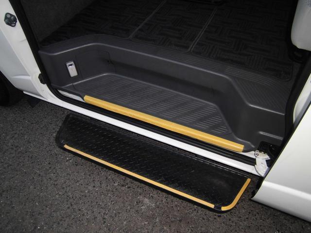スーパーロングGLターボ パワースライドドア オートステップ 4型グランドキャビン仕様 ディ-ゼル 15人乗り(15枚目)