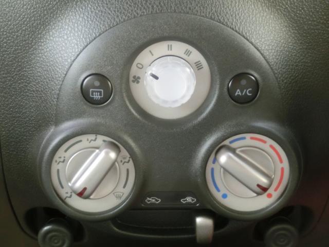 マニュアルエアコンで操作は簡単!四季を問わず快適に運転することが出来ます。