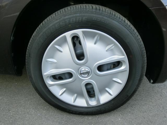 純正のホイールです。タイヤの溝もしっかりと残っています。