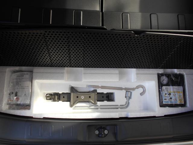 万が一のパンクにも対処できるよう、応急修理キットはトランクルームの下に搭載しています♪