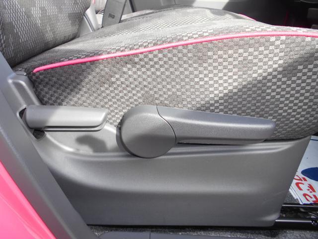 運転席の座席の高さはこちらのシートリフターを使うことで調整が出来ますよ(^0^)