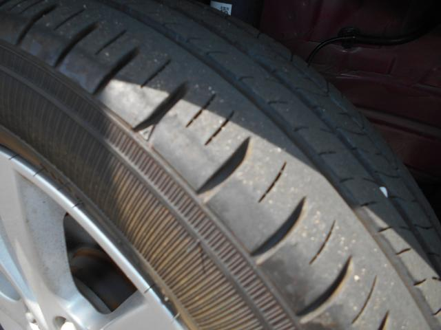 タイヤの溝はまだまだ残っております!
