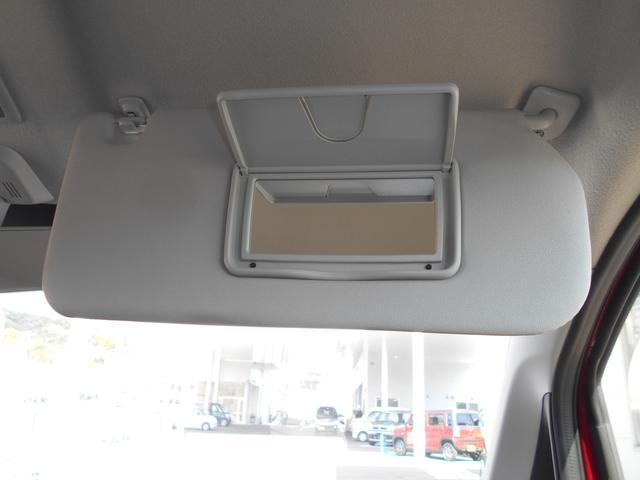 運転席側のサンシェードには、ルームミラーがついております☆