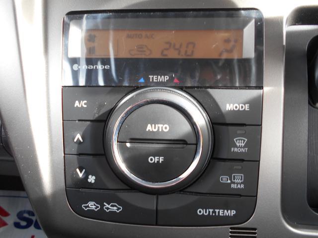 温度表示が液晶表示で見やすく、見た目もオシャレなフルオートエアコンを搭載☆