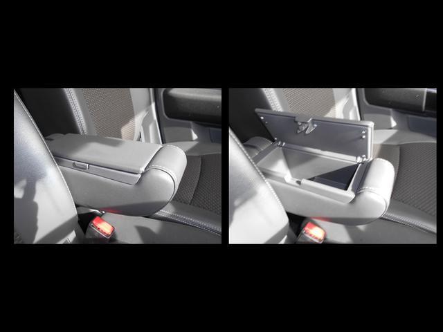 運転席シートに付いている肘置きは収納BOXにもなっています☆