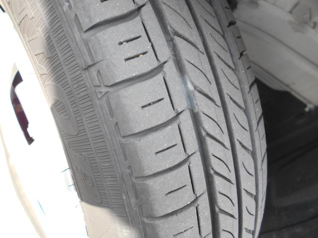 フロントタイヤの状態です。納車前の点検時に空気圧や足回り関係も整備致しますのでご安心ください☆