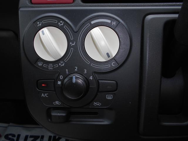 操作性がシンプルなマニュアルエアコンとなっております。
