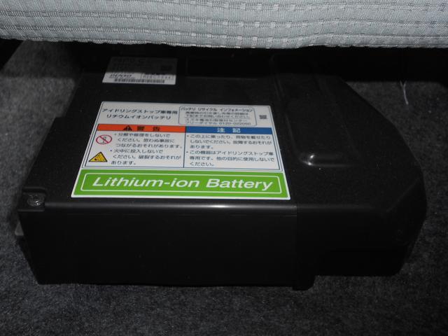 エネチャージの動力源のリチウムイオンバッテリーは助手席シートの下にあります。