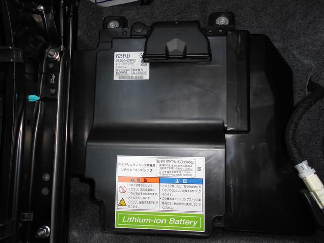 マイルドハイブリッドの動力源のリチウムイオンバッテリーは助手席シートの下にあります。