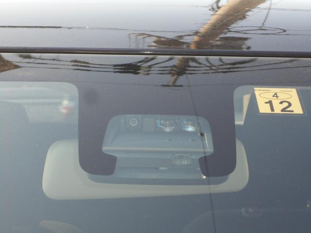 中央にある2つのセンサーがクルマや歩行者を検知するとドライバーに危険を認知させ被害軽減に大きく貢献するデュアルセンサーブレーキサポートです(^0^)