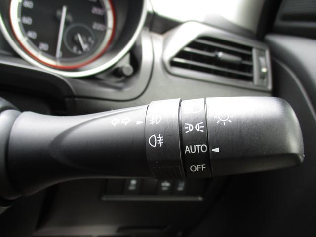 オートライトシステムで外が暗くなると自動的にライトを点灯してくれます♪