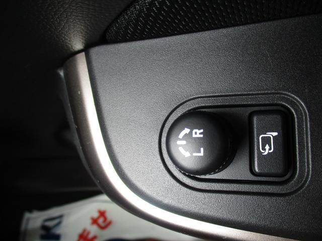 ドアミラーの格納や角度調整は運転席側のスイッチで操作が出来ますよ(^0^)