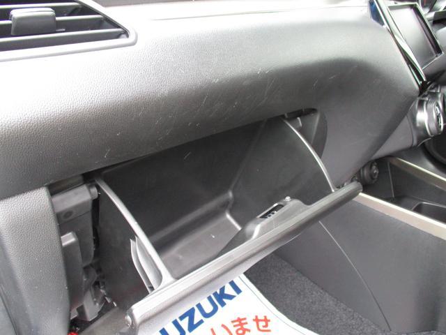 収納スペースも豊富です。助手席側にはグローブBOXがあるので、車検証入れの保管場所にどうぞ(^0^)