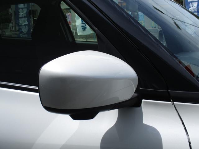 ドアミラーは便利な電動格納式ドアミラーです。