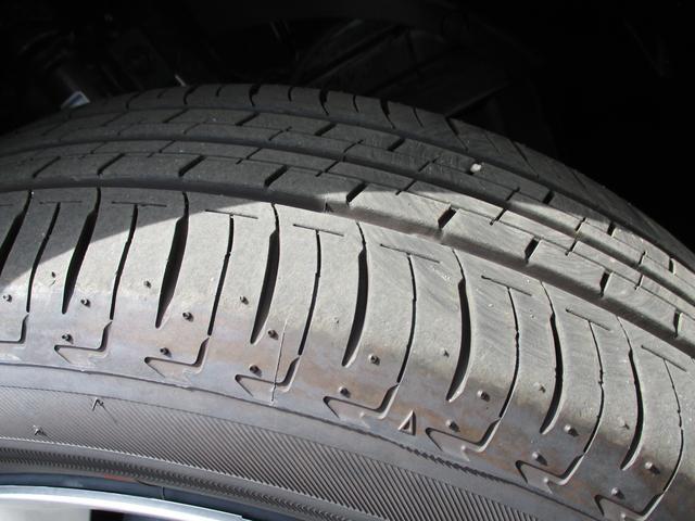 フロントタイヤの状態です。タイヤ溝も充分に残っています☆