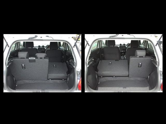 リヤシートは分割式になっています。写真のように片側だけ倒すことで3人乗り仕様も可能です♪