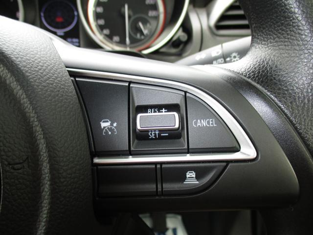 高速道路などで速度を設定することで自動的に走行が可能なアダプティブクルーズコントロールシステムを搭載☆