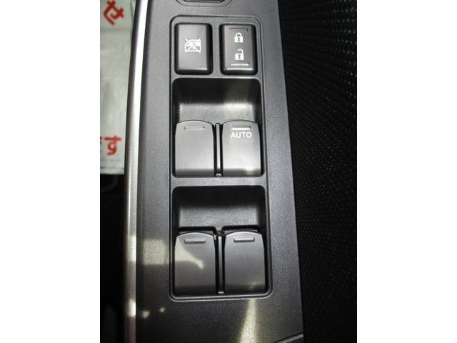 前後座席の窓も運転席側のスイッチで操作出来ます☆