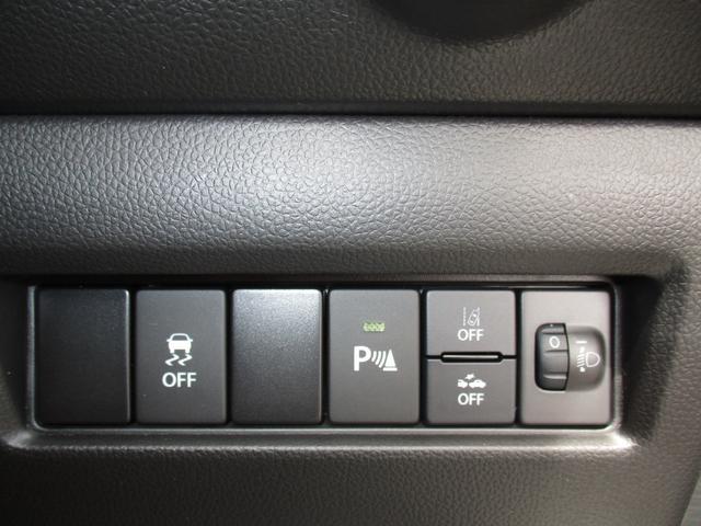 各種安全システムやヘッドライトのレベリングの調整ダイヤルは運転席側にございます♪