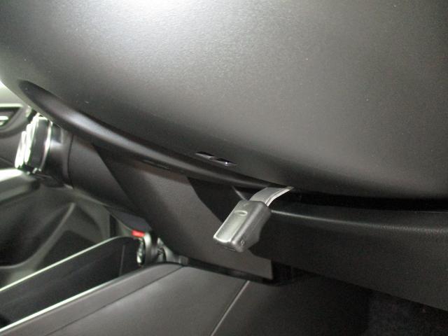 ドライバーの最適なハンドルポジションを調整出来るチルトステアリングです!